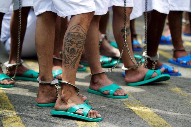 Miembros de una mara latinoamericana en prisión