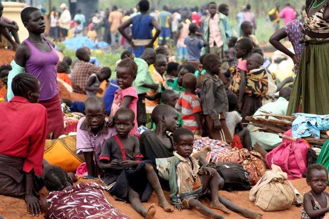 Refugiados sursudaneses en la frontera con Uganda