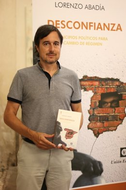 Lorenzo Abadía presenta 'Desconfianza' en Sevilla