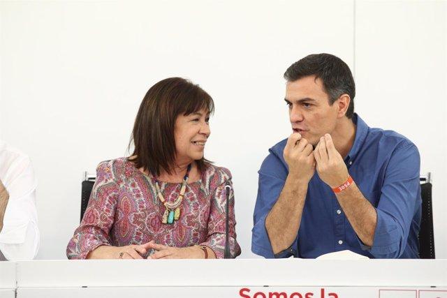 Cristina Narbona y Pedro Sánchez en la reunión de la nueva Ejecutiva del PSOE