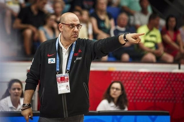 El seleccionador español de baloncesto femenino Lucas Mondelo