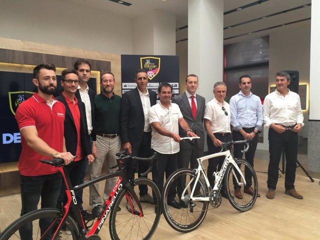 Miguel Indurain presenta la 26 edición de la carrera cicloturista La Indurain
