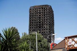 Dimite el responsable del Consejo de Kensington tras el incendio en Grenfell Tower