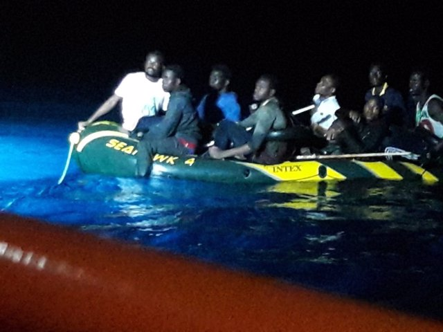 Inmigrantes rescatados de madrugada en el Estrecho y trasladados a Tarifa