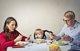 La atención de los padres a sus smartphones y sus efectos en la conducta de sus hijos