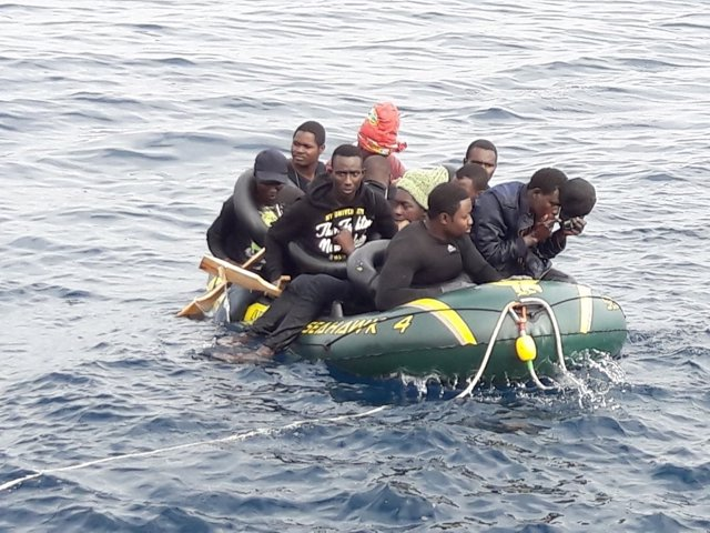 Inmigrantes llegan a la costa de Cádiz