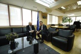 Moscovici pedirá a Sánchez que reflexione sobre el CETA porque es un tratado bueno y progresista