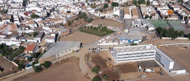 Imagen aérea de Guillena, con la construcción del nuevo instituto