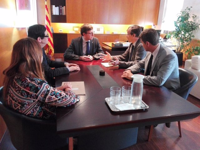 El conseller Carles Mundó recibe a los representantes del manifiesto Llibertats