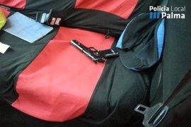 Detenido un conductor ebrio tras amenazar con una pistola a varios ciudadanos en Palma