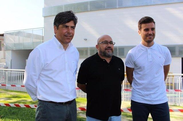 Torralbo (dcha.) durante su visita a las nuevas instalaciones
