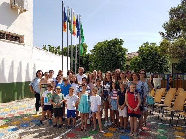 Algar y Ruiz (centro) durante su visita al CEIP Andalucía de Posadas