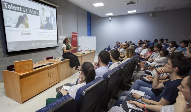 Estudiantes y titulados participan en las jornadas de 'Talent at Work'