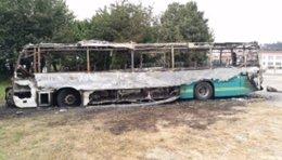 Autobús de Arriva quemado en Valdoviño