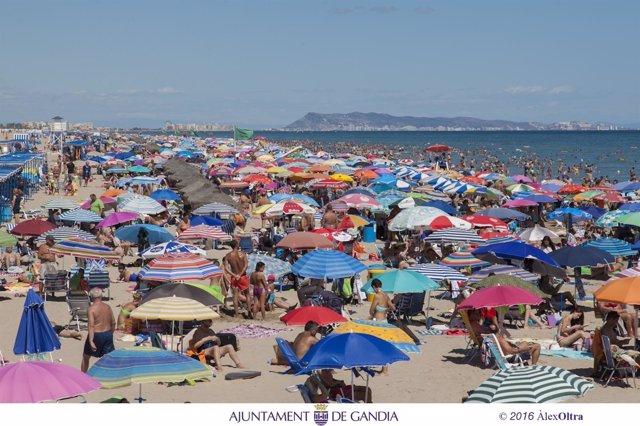 Playa de Gandia, verano, turistas