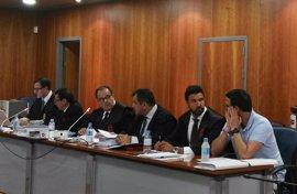 El jurado popular delibera sobre la culpabilidad o no del acusado de matar al hijo de su pareja en una balsa en Málaga