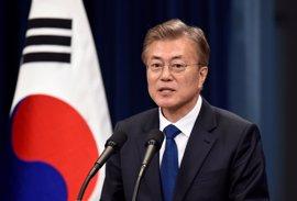 El presidente de Corea del Sur insta a China a hacer más para frenar a Corea del Norte