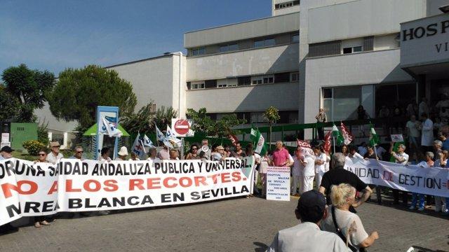 Protestas de la Marea Blanca Sevilla en el Macarena