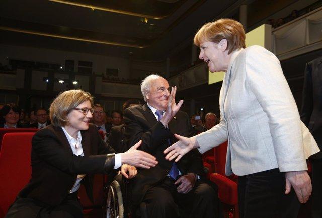 Maike Richter-Kohl, Helmut Kohl y Angela Merkel