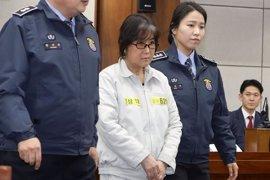 Un tribunal de Corea del Sur condena a tres años de cárcel a la confidente y amiga de la expresidenta Park Geun Hye