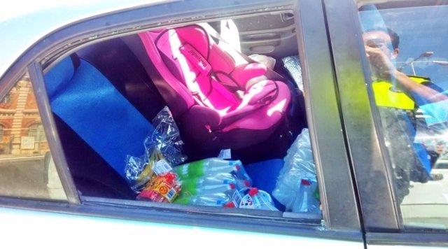 Coche en el que una niña quedó durante más de una hora al sol en Almería