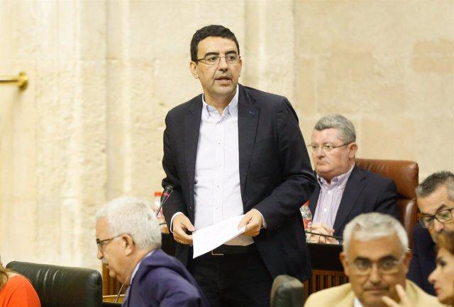 El portavoz parlamentario del PSOE-A, Mario Jiménez, en el Pleno del Parlamento