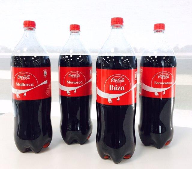 Botellas de Coca-Cola con los nombres de las Islas