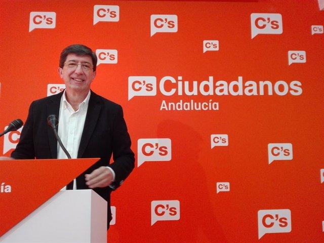 Juan Marín, ante los medios