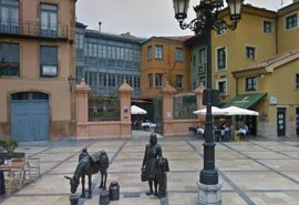 Tres detenidos en Oviedo por causar daños al mobiliario urbano en la Plaza de Trascorrales