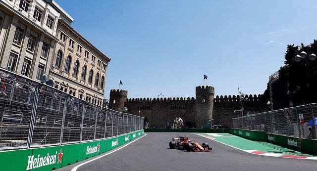 Fernando Alonso (McLaren) en Bakú (Azerbaiyán)