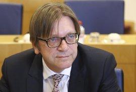 El representante del PE para el 'Brexit' cree que la oferta de May no garantiza derechos de los europeos