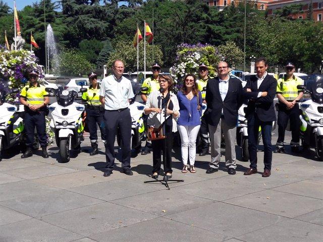 Sabanés presenta las 13 nuevas motos eléctricas del Ayuntamiento
