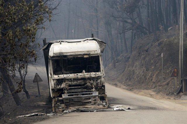 Camión destruido por los incendios en Portugal