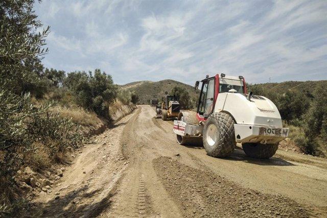 La carretera AL-6107, entre Rambla Aljibe y Albanchez, sufre obras de mejora.