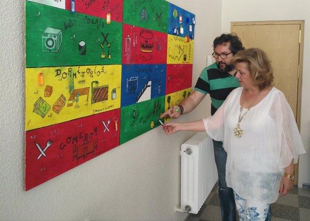 Teresa Vega visita la sede de Proyecto Hombre en Jaén, junto a Pedro Pedrero.