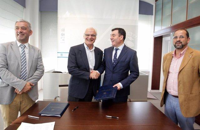 Firma del convenio entre la RAG y la Xunta