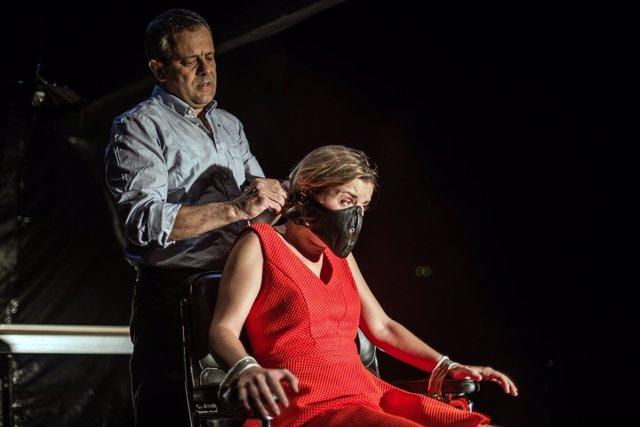 David Bagés y Mima Riera en la obra 'Paraules encadenades'