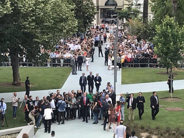 La gente esperando la llegada de los Reyes en los Jardines de Pereda