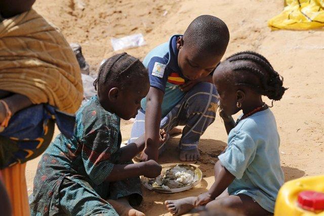 Niños desplazados nigerianos en la región de Lago Chad
