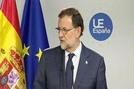 Rajoy se remite a lo que explique Hacienda sobre las plazas de Mossos y dice que no pueden vulnerar la ley