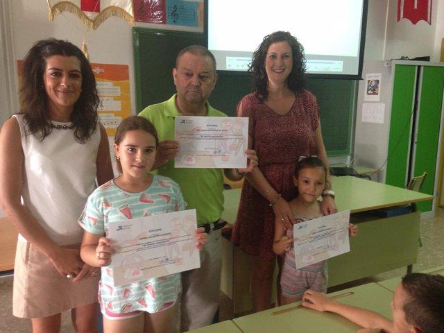 Isabel Moya entrega los premios del concurso de igualdad