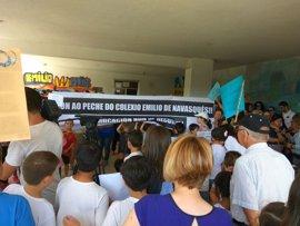 Protestas y rechazo en bloque de la comunidad educativa contra el cierre de centros en Outes, As Pontes y O Porriño