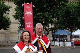 Cuca Gamarra recibe la Medalla de la ciudad de Libourne de manos de su alcalde