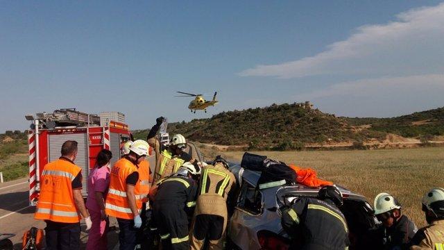 Cinco heridos, al menos tres graves, en un accidente de tráfico en la A-221.