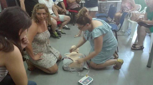 Los asistentes al curso han aprendido técnicas de reanimación cardiopulmonar.