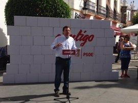 Vara aspira a continuar al frente del PSOE extremeño con 22 compromisos que profundizan en participación y transparencia