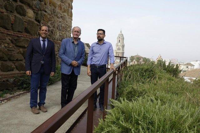Juan Cassá, Francisco de la Torre, y Francisco Pomares en la Alcazaba