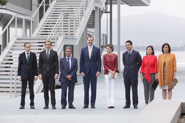 Autoriades en la inauguración del Centro Botín