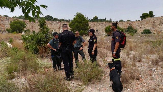 La unidad canina de bomberos ha hallado el cuerpo sin vida