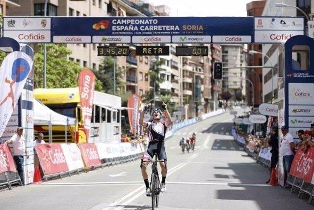 Isaac Cantón se proclama campeón de España sub23 de ciclismo en ruta